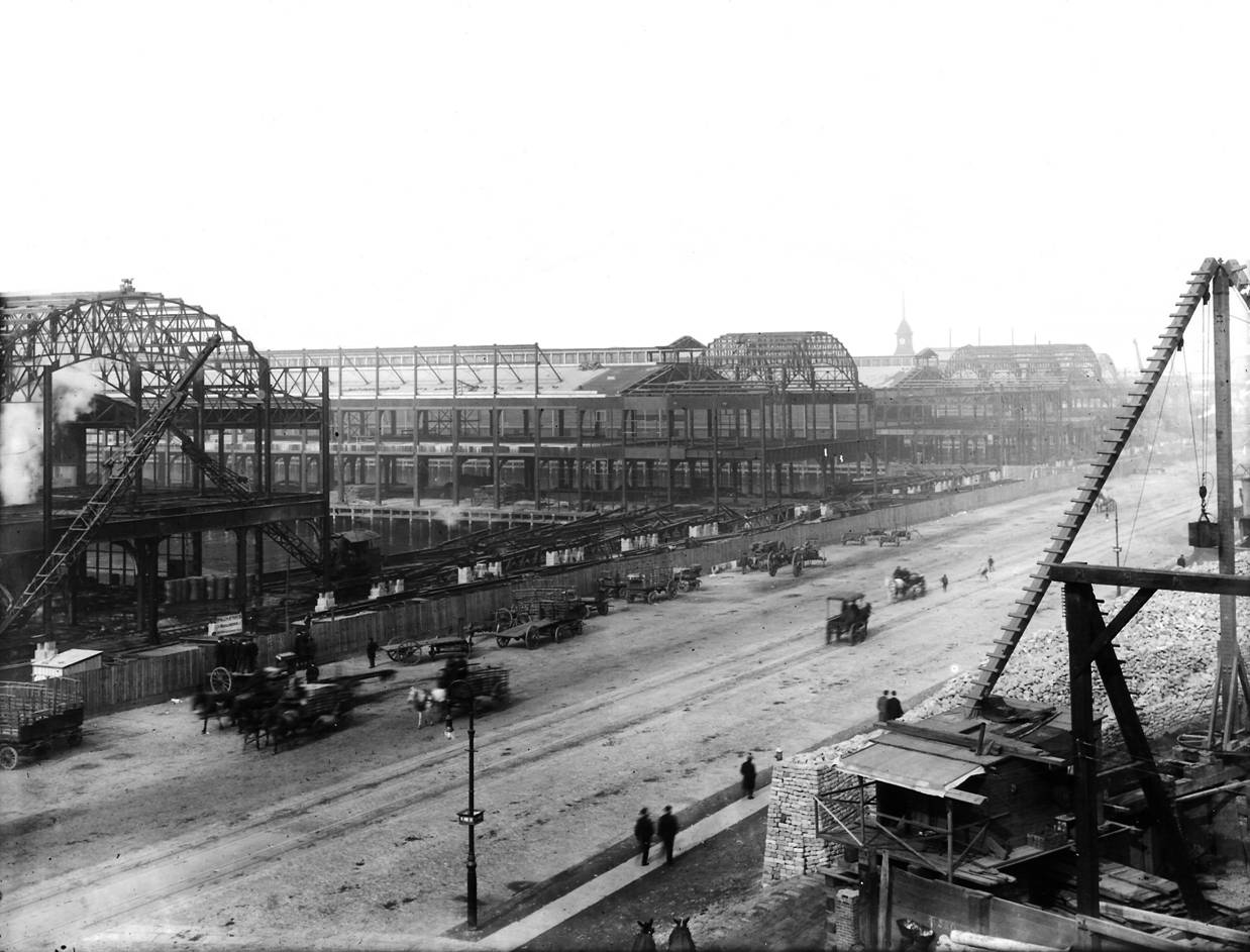 A black-and-white photo of the Chelsea Piers at the turn of the century